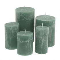 Colored candles Green different sizes